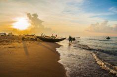 Bình minh cùng người dân chài trên biển Hồ Tràm